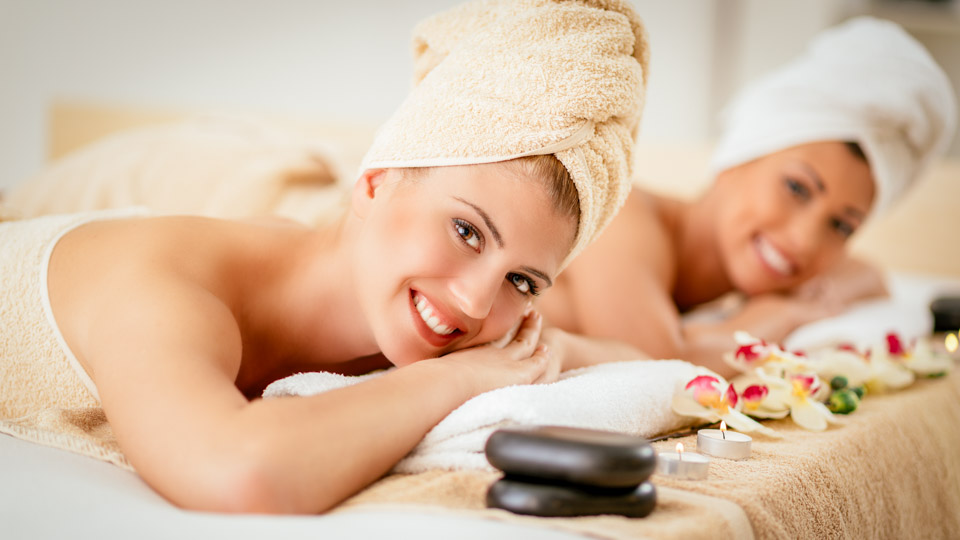 mother-daughter-spa-package-628146528-960